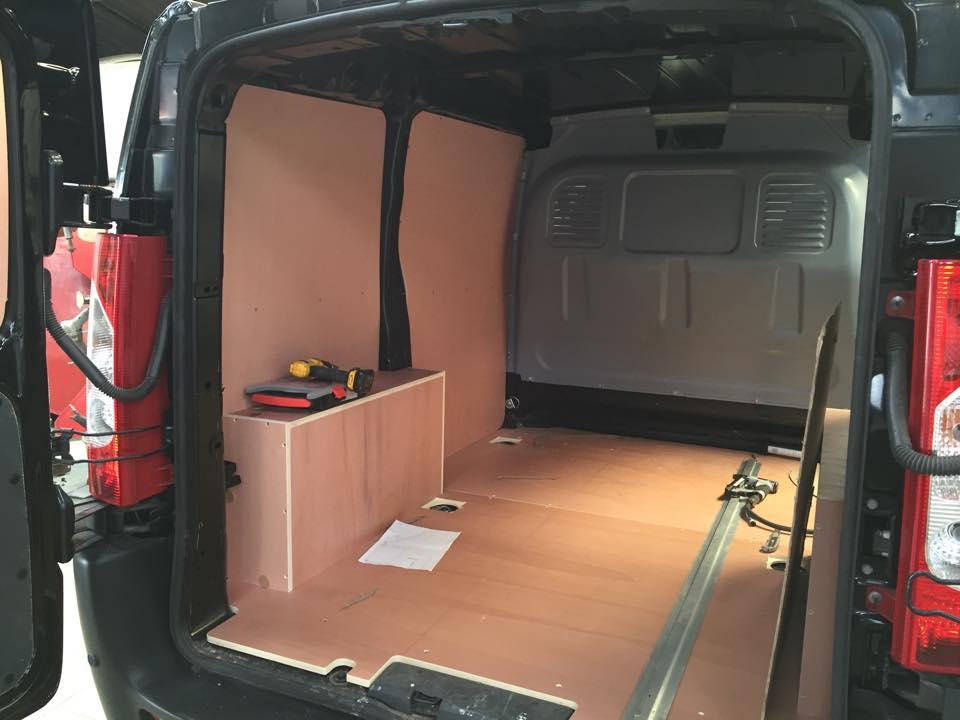 Am nagement utilitaire carrosserie goubert for Amenagement interieur vehicule utilitaire